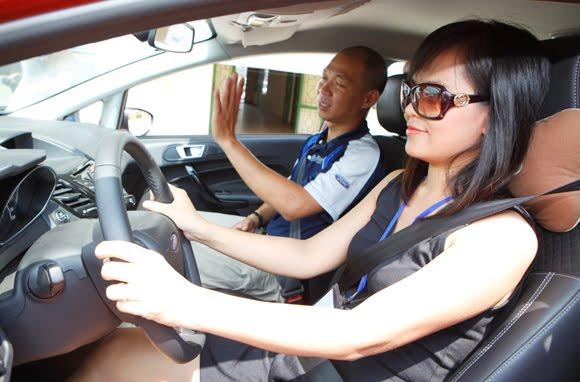 Nhiều người học có bằng vẫn chưa tự tin lái xe - giám sát học thi lái xe